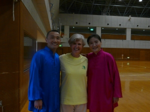 From left to right: Ra Kyo sensei, me and Liu Sei sensei at Todoroki Arena, Kawasaki, June the 7th, 2014